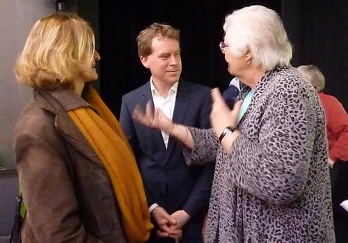 OB-Kandidat Dr. Ulf Kämpfer (SPD) im Gespräch mit der AsF-Kreisvorsitzenden Ingrid Lietzow.