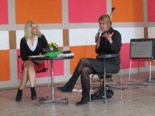 Moderatorin Möller-Neustock mit Susanne Gaschke