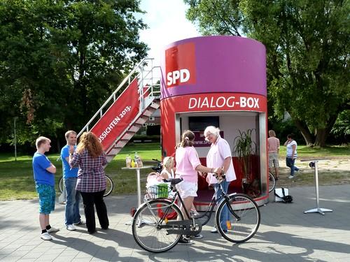 Auch an der Kiellinie suchten Menschen das politische Gespräch (Foto: skw)