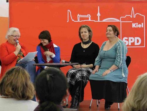 Ingrid Lietzow mit den Teilnehmerinnen aus Polen, Estland und Deutschland