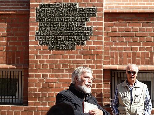 Zweite Station Gewerkschaftshaus mit Gedenkinschrift
