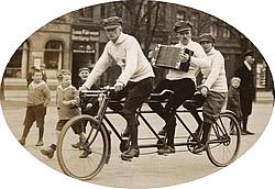 Rote Radler vor 100 Jahren. Slg. W. Küssner