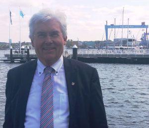 Bernd Heinemann vor HDW, Ostufer
