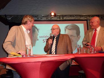 Rechts im Bild Heiner K?hnke, Kandidat in Norderstedt