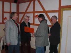 Karl-Heinz Klinker wird für 40 Jahre im Jahr 2012 geehrt