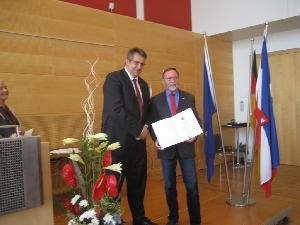 Innenminister Stefan Studt ehrt den Bürgermeister Heinrich B