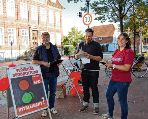 Holger Stamm, Frank Framke und Natascha Böhnisch beim Zählen