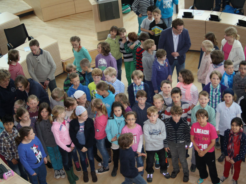 Foto: Grundschule Mühlenredder zu Besuch im Landeshaus