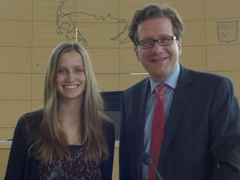 Foto: Linn Hansen und Martin Habersaat im Plenarsaal des Lan